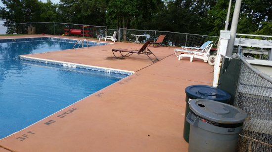 Greensboro, GA: Only 4 usable chairs available around the pool