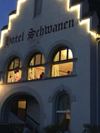 Hotel Schwanen: TerrasseHistorisches Gebäude