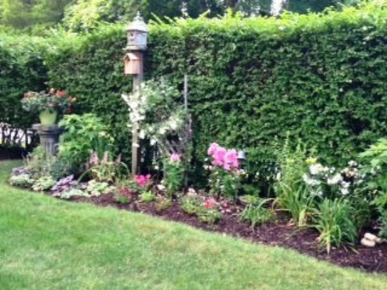 Chatham Gables Inn: One of many outdoor perennial garden beds