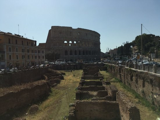 Palazzo Manfredi - Relais & Chateaux: View of the Colosseum from our room
