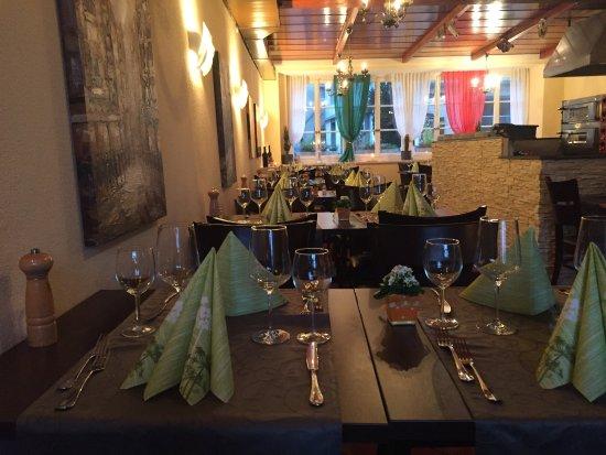 Bremgarten, Szwajcaria: Luna Rossa Restaurant & Pizzeria