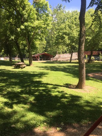 Boonsboro, MD: Nice shaded picnic and play area