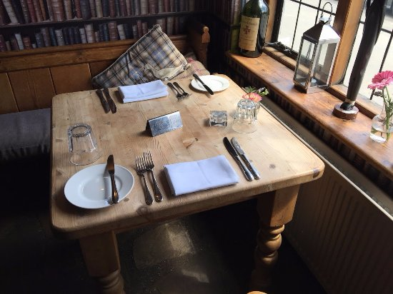 Stodmarsh, UK: Nice table in the window but covers (seating) inside the restaurant is limited - more tables out