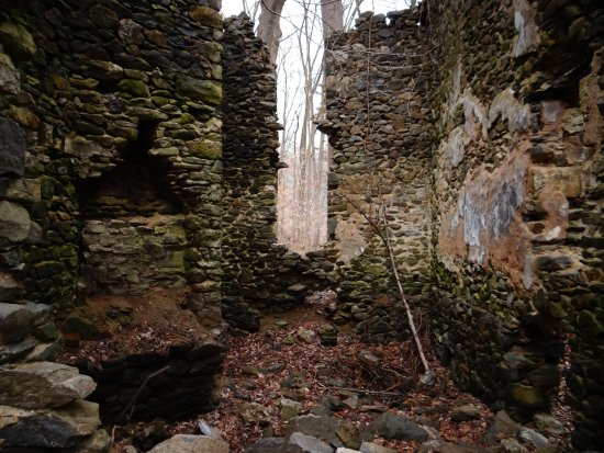 Ridley Park, เพนซิลเวเนีย: Ridley Creek Park - Ruin not too far from the paved path