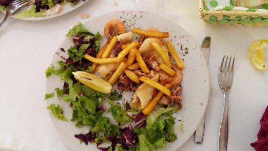 Vicchio, Italia: La frittura di pesce.