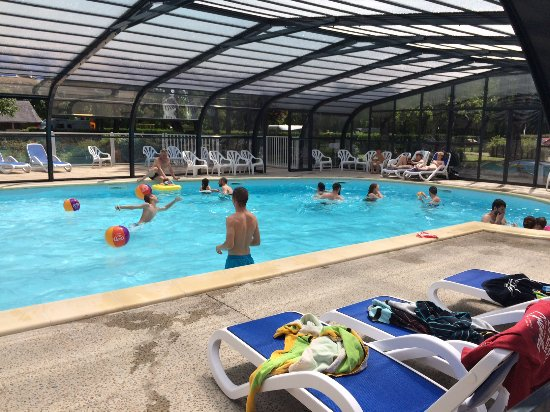 Piscine couverte picture of camping du port caroline for Camping puy du fou piscine