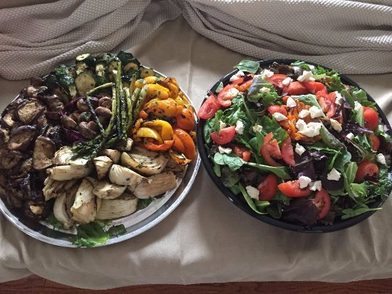 Nonna's Oven: Veggie Tray and Mixed Green