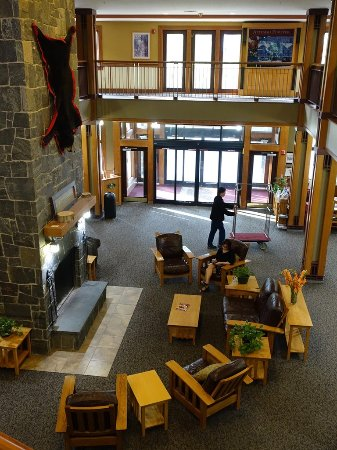 Bartlett, NH: Main entrance and lobby.