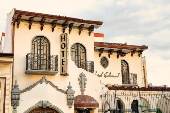 Hotel Colonial: Fachada atardecer