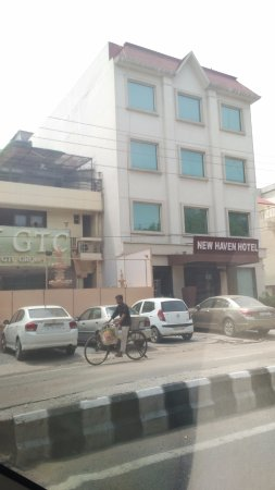 New Haven Hotel: from the main road