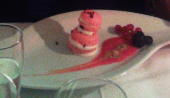 Robassomero, Italy: macarons crema-frutti bosco