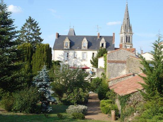 Le petit chateau updated 2017 guesthouse reviews price for Tiffauges restaurant