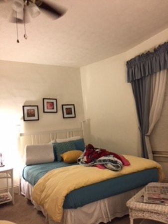 Valle Crucis, NC: gordon & henry room #4 / same bed type on other side of room
