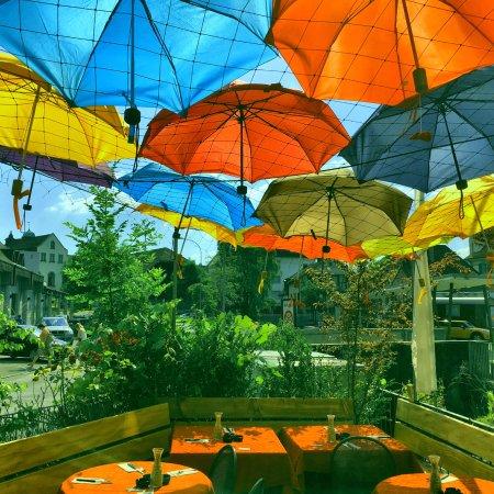 Langenthal, Swiss: das gärtli mit regenschirm-sonnendach