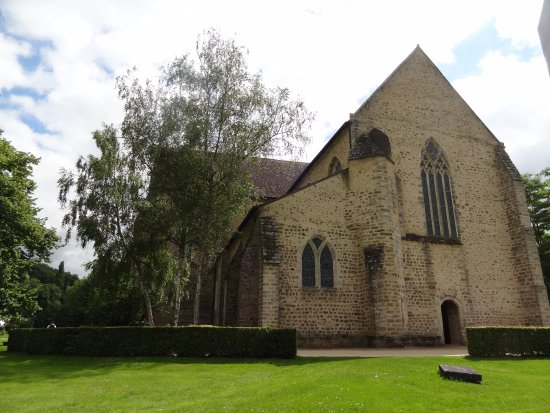 Abbaye de L'Epau: vue extérieure