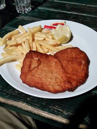 Hofgarten Cafe: Wienerschnitzel, Preis ca 11 € / kein Preis-Leistungsverhältnis...!