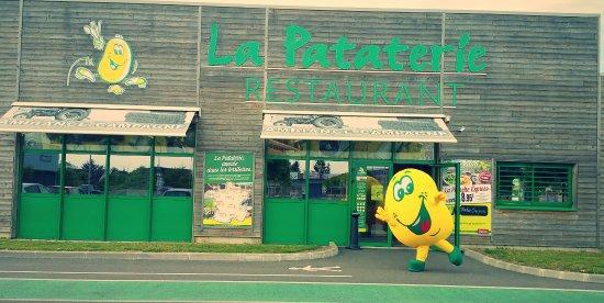Nemours, Γαλλία: FACADE avec la mascotte