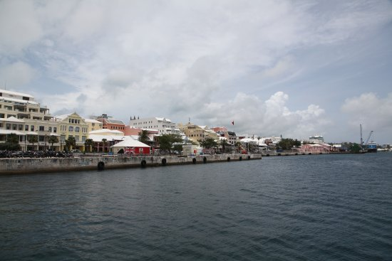 Hamilton, Bermuda: The view of Front Street from the water