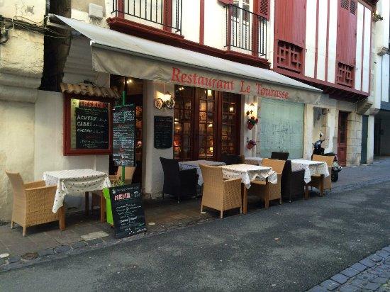 Basque Country, Francia: В марте совсем не хочется сидеть за столиком на улице
