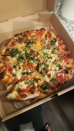 Fuel Pizza Cafe: Sausage pizza with broccoli rabe