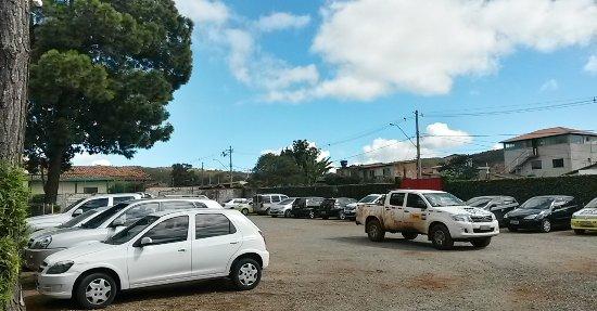 Restaurante Caminhos De Minas : amplo estacionamento