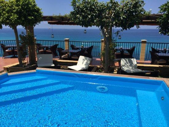 giardino-terrazzo - Picture of Hotel Rocca Della Sena, Tropea ...