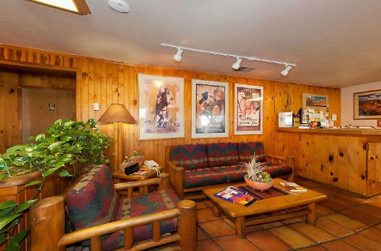 Red Stone Inn: Lobby