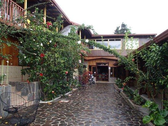 Hotel El Atardecer : Courtyard of El Atardecer Hotel