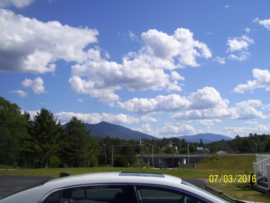 BEST WESTERN White Mountain Inn: The White Mtns from oue B W Hotel