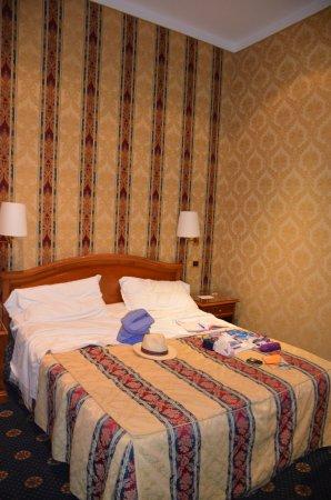 Raffaello Hotel : chambre familiale, côté lit double