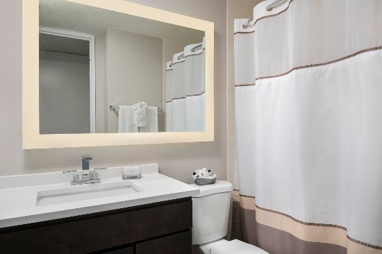 Manilow Suites At North Harbor Tower: Updated bathrooms