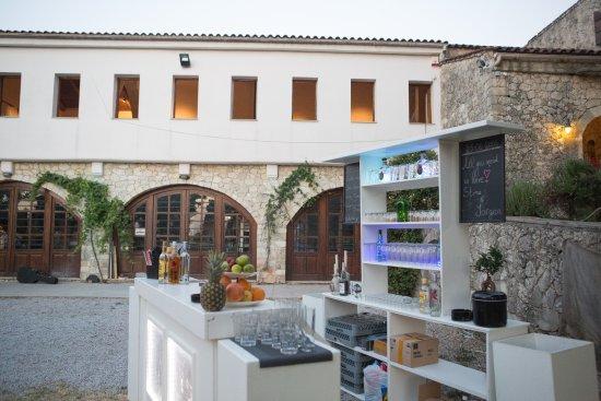 Alikampos, Hellas: The main building