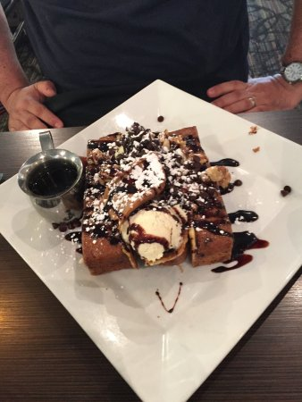 Middletown, NJ: Monkey Business French Toast