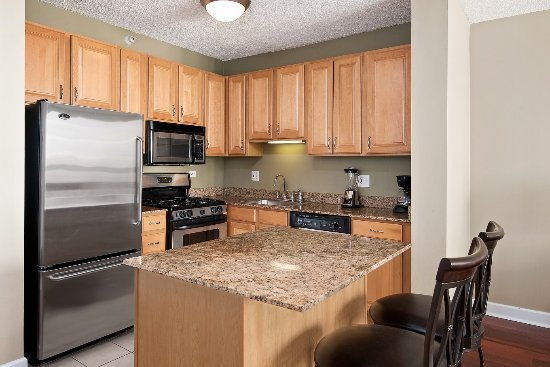 Manilow Suites at The Grand Plaza: Renovated kitchens