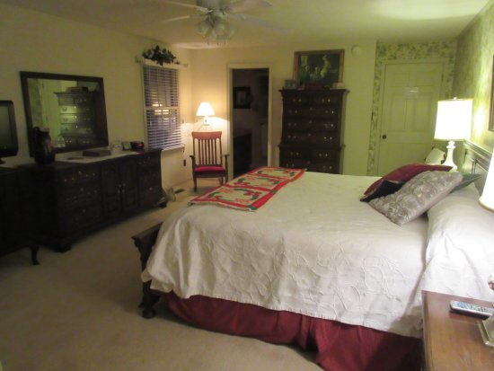 Roan Mountain Bed and Breakfast: Rose Room