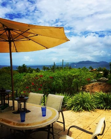 Spanish Town, Virgin Gorda : outdoor table view