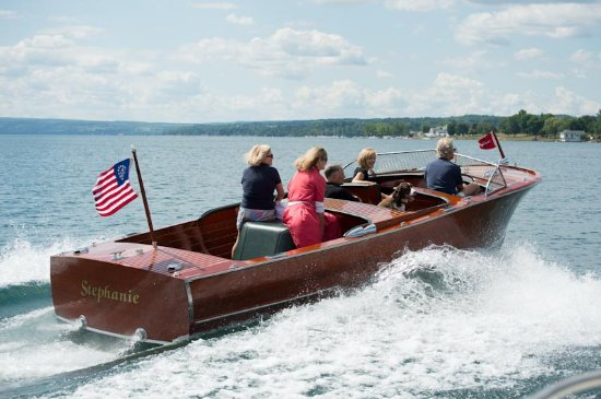 Skaneateles, نيويورك: The Sherwood Inn's 1946 Chris Craft- the Stephanie. Boat rides available through our Front Desk.
