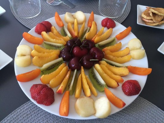 Bed & Breakfast Bouchardon: Fruit art day 2
