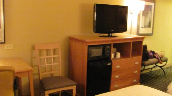 Hampton Inn & Suites Mobile Providence Park/Airport: TV, Microwave and Frig