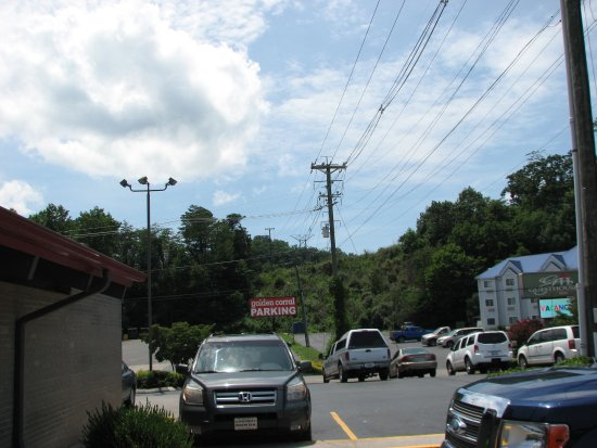 Golden Corral: Parking