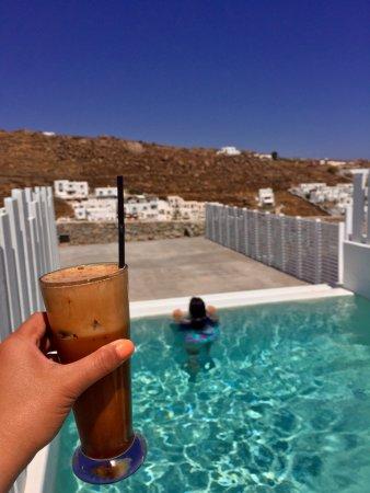 بالاديوم هوتل: Private plunge pool in the superior suite plus a yummy frappe