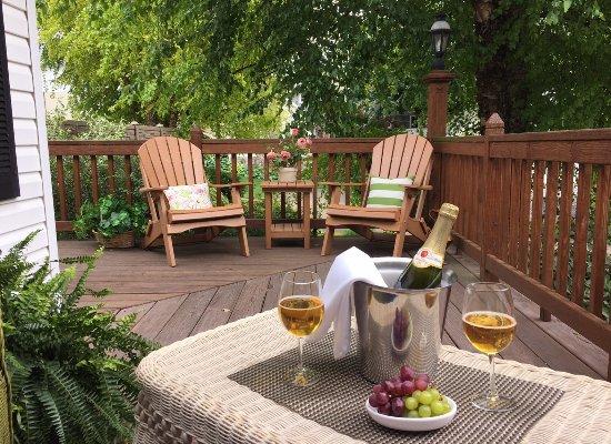 Berlin, Ohio: Bridal Suite 1 Porch