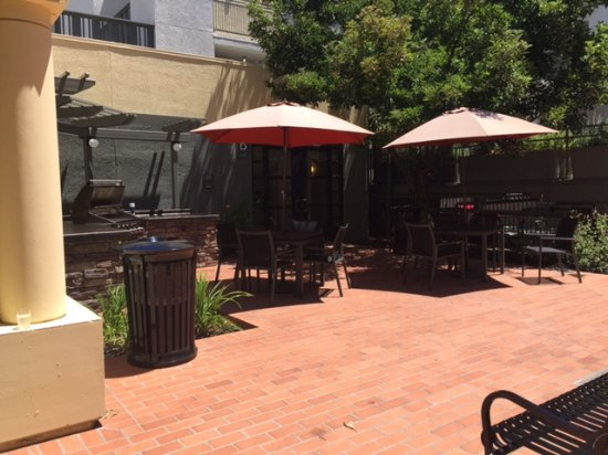 Menlo Park, CA: BBQ patio area.