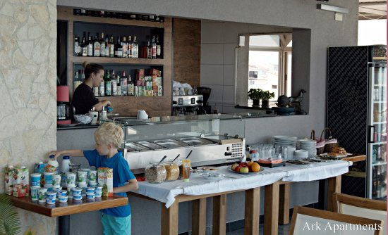 Ark Apartments: Breakfast on Roof Terrace