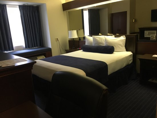 Ponderay, ID: Accessible Queen Room