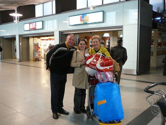 Know Costa Rica : de vuelta en el aeropuerto de Madrid, con una costaricense