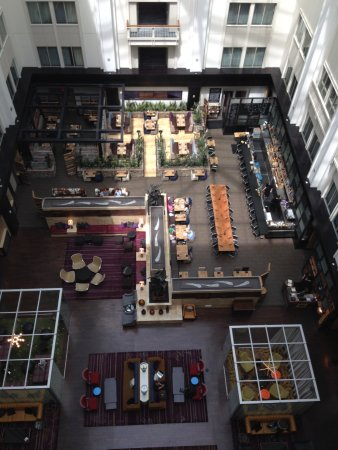 The Nines, a Luxury Collection Hotel, Portland: View of the bar from our 14th floor room.