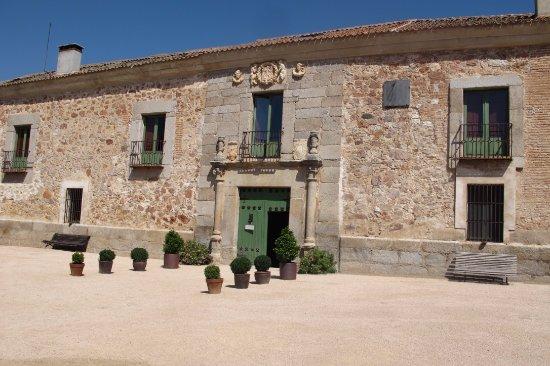 Palacio de Hoyuelos: Fachada principal
