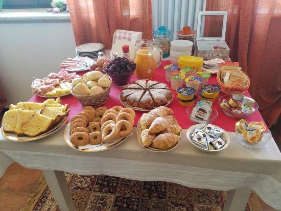 Quattro Gatti: breakfast spread