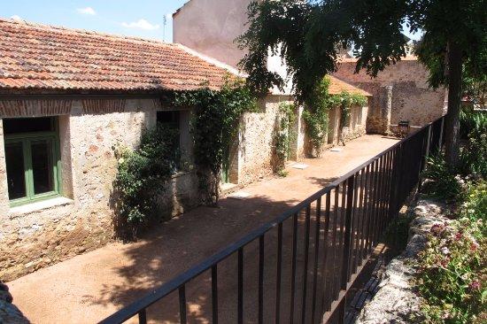 Palacio de Hoyuelos: Habitaciones traseras